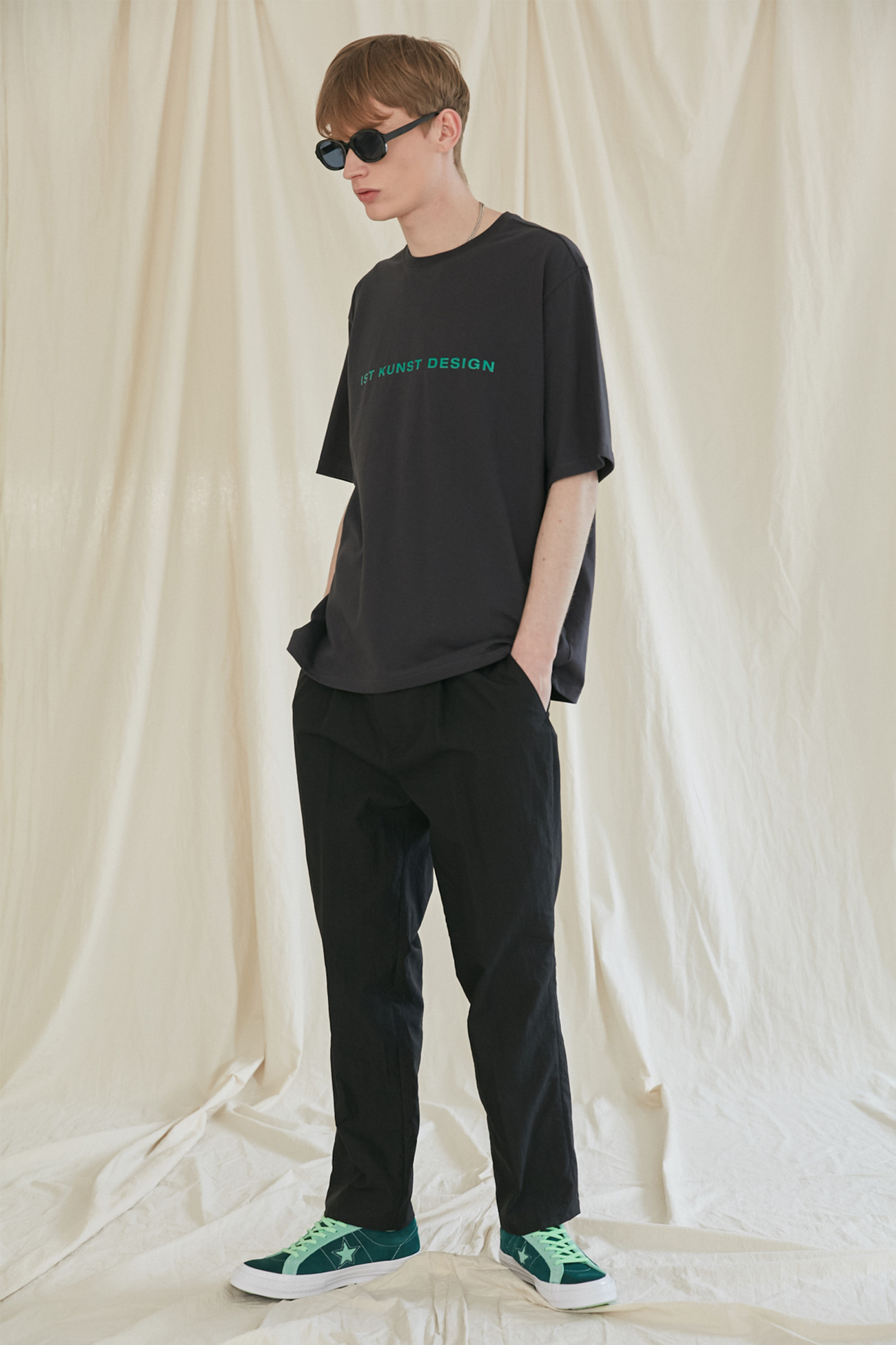 NYLON TUCK TAPERED PANTS[BLACK]